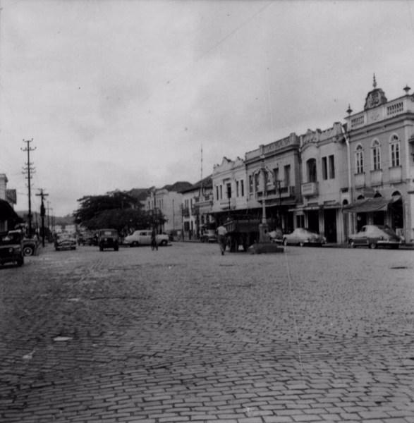 Praça central de Porto Novo : Município de Além Paraíba - 1958