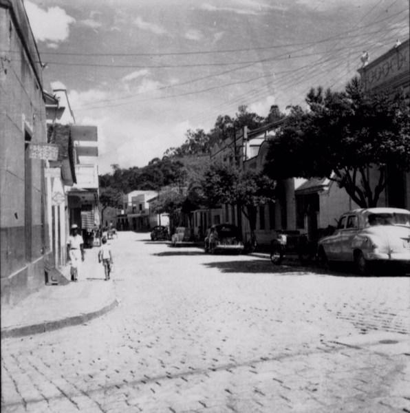 Rua Teixeira da Silva na cidade de Recreio (MG) - s.d.