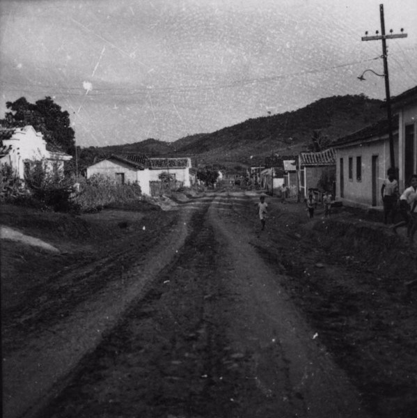 Rua principal em Dona Euzébia (MG) - s.d