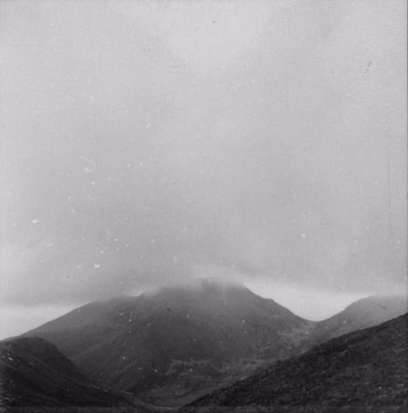 Pico do Cristal coberto de nuvens (MG) - s.d
