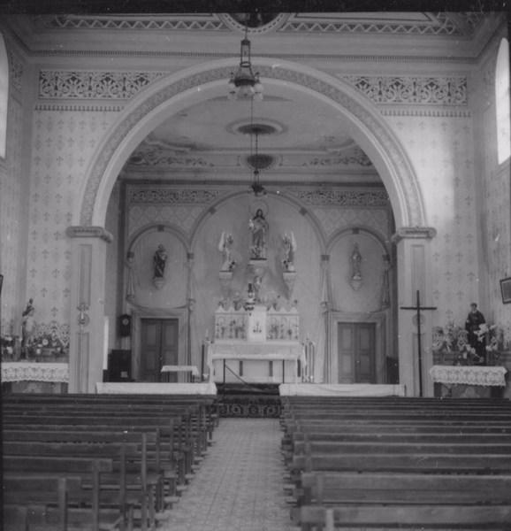 Interior de uma igreja : Município de Cachoeira de Macacos - 1967