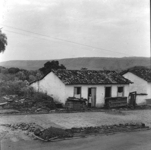Panorâmica : cuesta de quartzito de arenito : vista de Diamantina (MT) - 1968