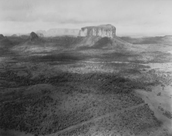 Testemunhos. O Morro dos Dois Irmãos entre Poxoréu e Guiratinga (MT) - 1953