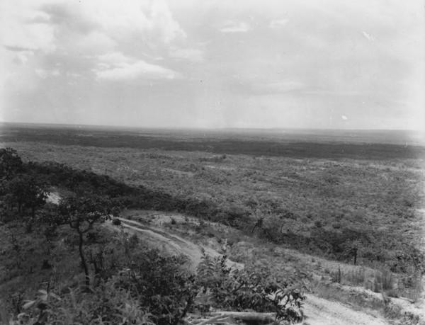 Vista panorâmica do alto da estrada Rosário Oeste em Alto Paraguai (MT) - 1953
