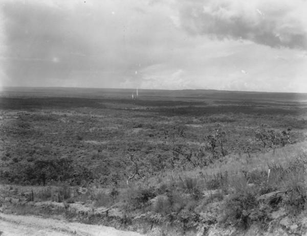 Vista panorâmica de alto da estrada Rosáro Oeste em Alto Paraguai (MT) - 1953