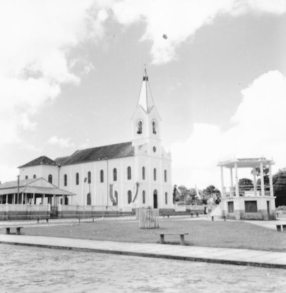Praça em Oriximiná (PA) - maio. 1966