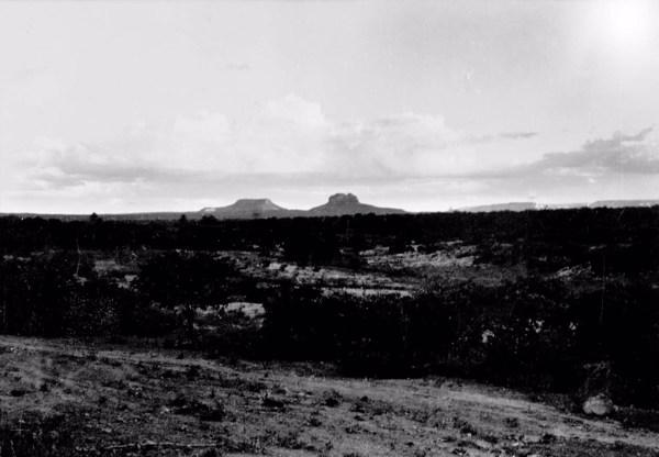Serra do Chapéu e Morro das Andorinhas no Lugarejo de Umburanas em Afogados da Ingazeira (PE) - 1956