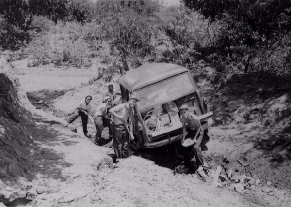 Carro do CNG atolado em Jacobina do Piauí (PI) - 1957