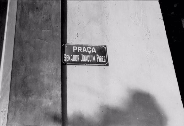 Placa da Praça Senador Joaquim Pires em Barras (PI) - 1957