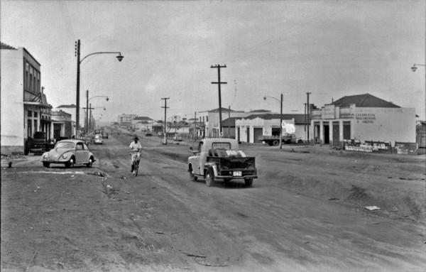Vista da rua principal de Maringá (PR) - 1955