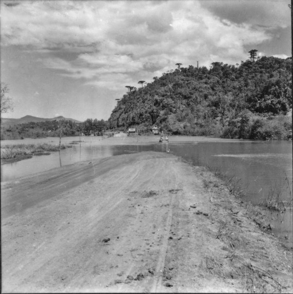 Estrada alagada de União da Vitória (PR) - 1957