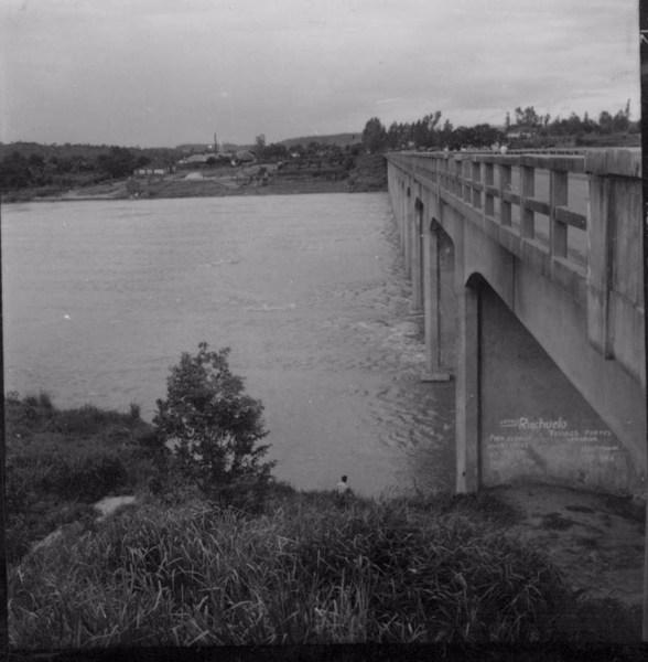 Ponte sobre o rio Tibagi, divisa de Jataí com Ibiporã (PR) - 1960