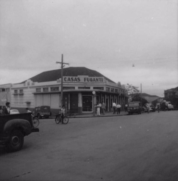 Casas Fuganti, antiga : Município Londrina (PR) - 1960