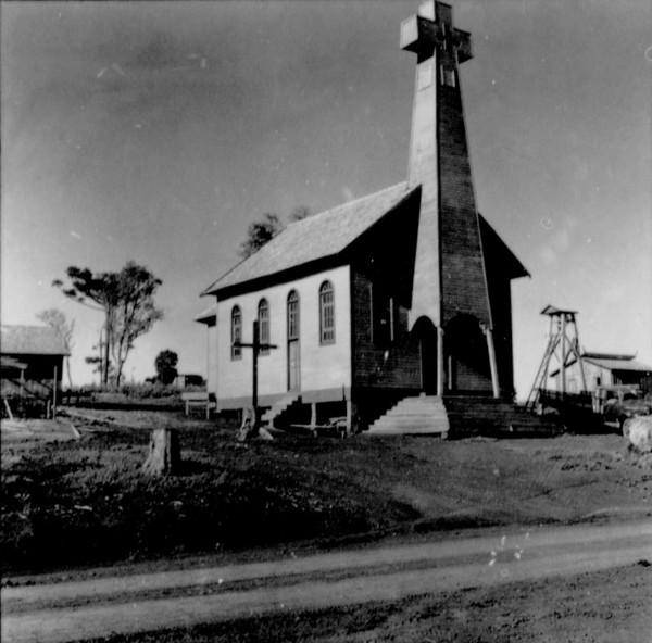 Igreja Matriz da Flôr da Serra : município Marmeleiro (PR) - 1966