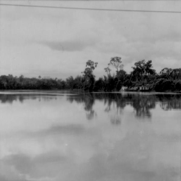 Vista do rio Piquiri na cidade de Umuarama (PR) - s.d.