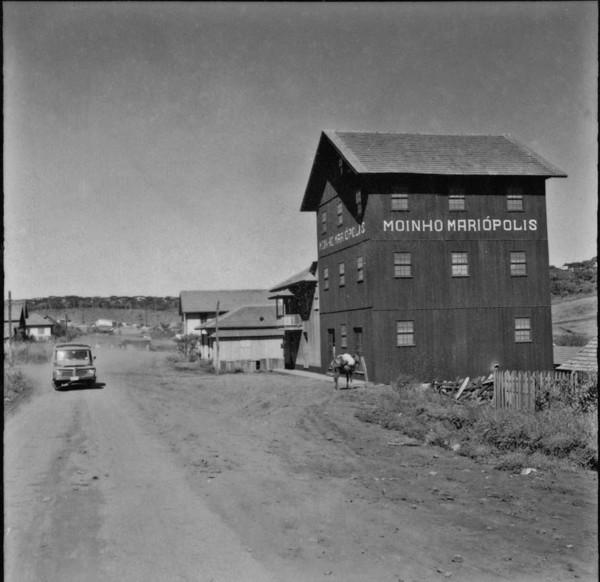 Moinho na cidade de Mariópolis (PR) - 1965