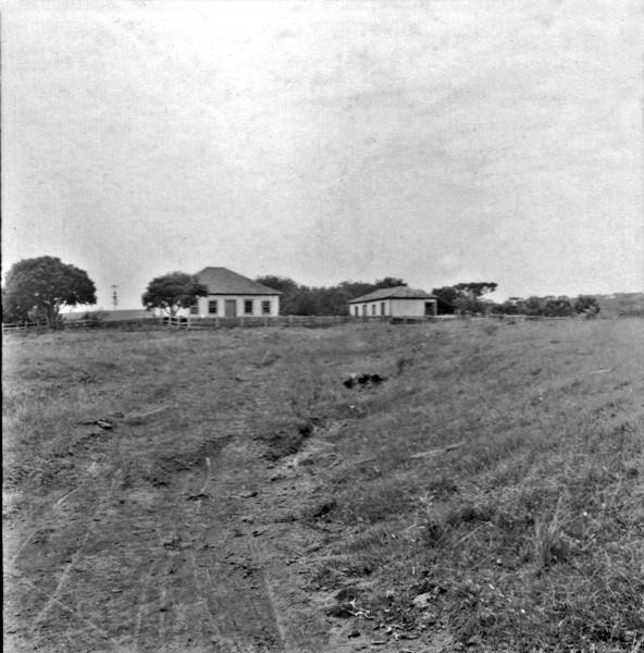 Sede da fazenda de gado perto da cidade de Mangueirinha (PR) - 1965