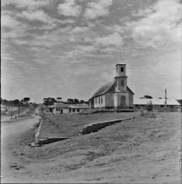 Centro e igreja da cidade de Mangueirinha (PR) - 1965