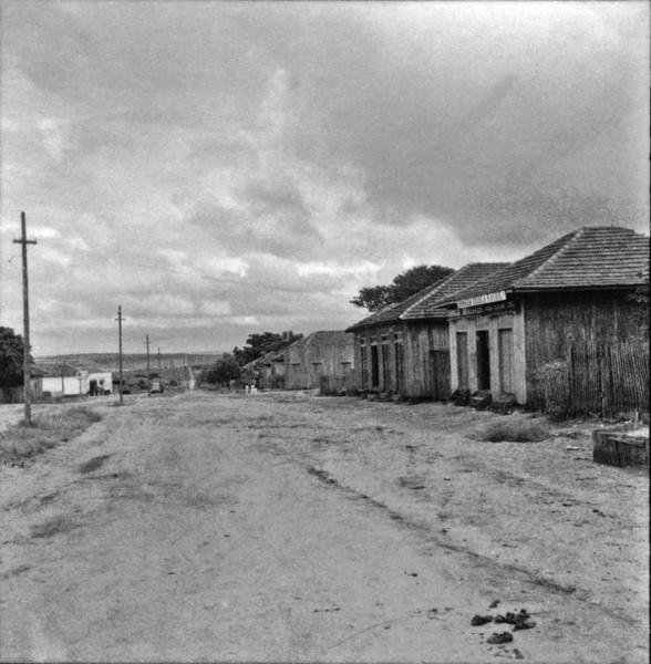 Amaporã, arredores da cidade, em franca decadência (PR) - s.d.