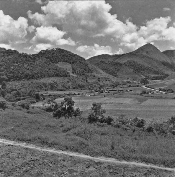 Ocupação do solo nos vales e alveólos ; couve, tomate e feijão : Teresópolis (RJ) - s.d.