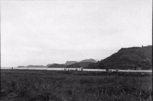Terraço modelado, enseada Batista Neves : Angra dos Reis. (RJ) - 1955