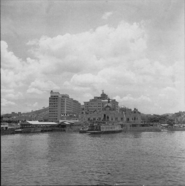 Centro de Niterói, vendo-se a Av. Amaral Peixoto e a Ponte das Barcas (RJ) - 1957