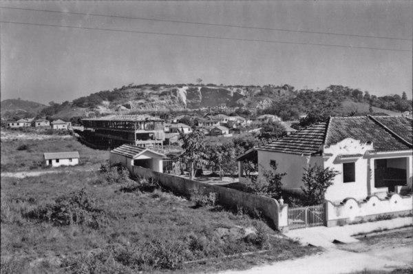 Colinas cristalinas na região de São Gonçalo (RJ) - 1958