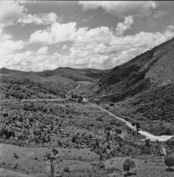 Vales encaixados, encostas ingremes entre Teresópolis e Friburgo (RJ) - 1957