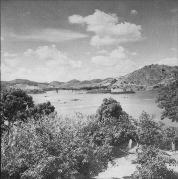 Relêvo à margem esquerda do Paraíba, a montante de São Fidelis (RJ) - 1957