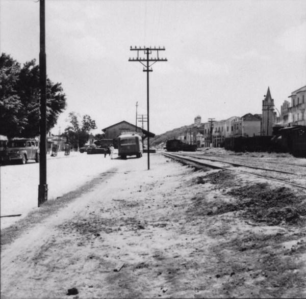 Vista da estação de estrada de ferro, da cidade de Itaperuna (RJ) - s.d.