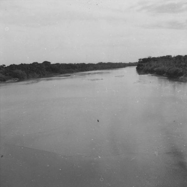 Trecho do Rio Mucajaí, visto da ponte da BR-174 (RR) - 1978