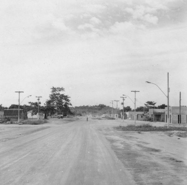 Rua principal da vila de Mucajaí (RR) - 1978