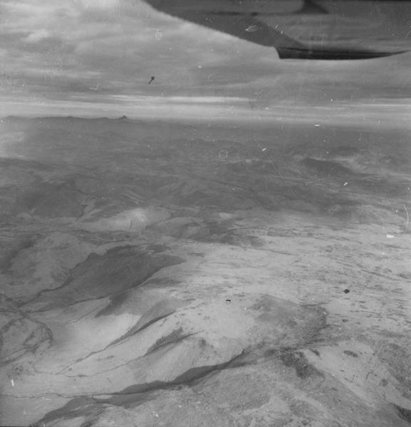 Vista aérea de cuetas e cristas próximas a Uiramutã (RR) - 1978