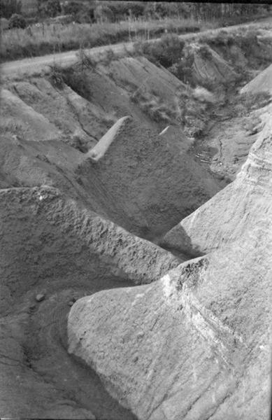 Erosão anormal em solo argiloso, no município de Sobradinho (RS) - 1954