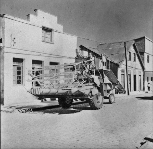 Máquina para colher trigo (RS) - 1959