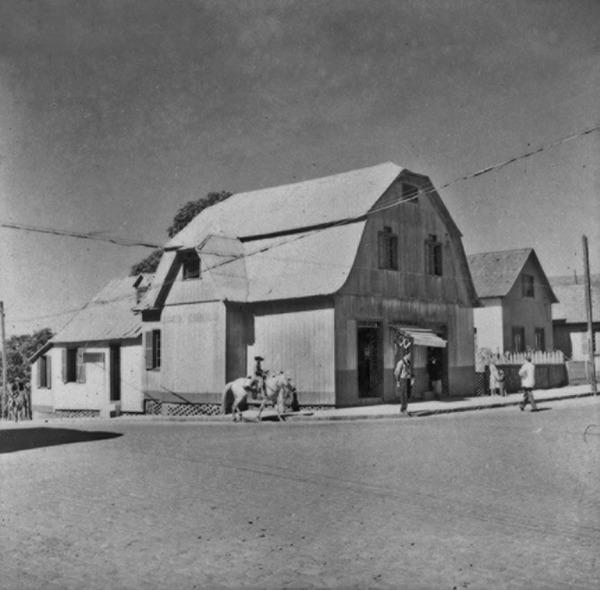 Casa comercial de madeira em Vacaria (RS) - 1959