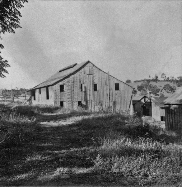 Fábrica de mate : aspecto do torrador e da fábrica Palanque : Venâncio Aires (RS) - 1959