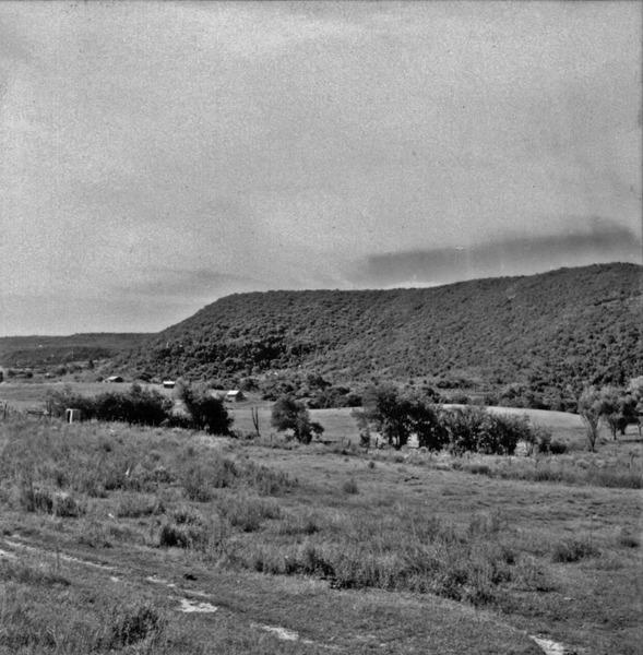 Mesa perto de Livramento : relevo típico da região (RS) - 1959