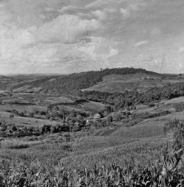 Panorâmica : vale e núcleos perto do município de Marcelino Ramos (RS) - 1959