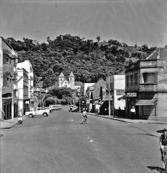 Rua comercial na cidade de Concórdia (SC) - 1966