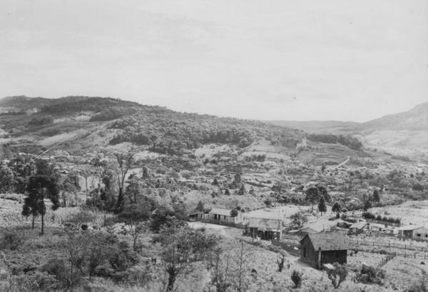 [Vista da cidade de Rio do Sul : fotografia tirada do Morro da Boa Vista (SC)] - 1953