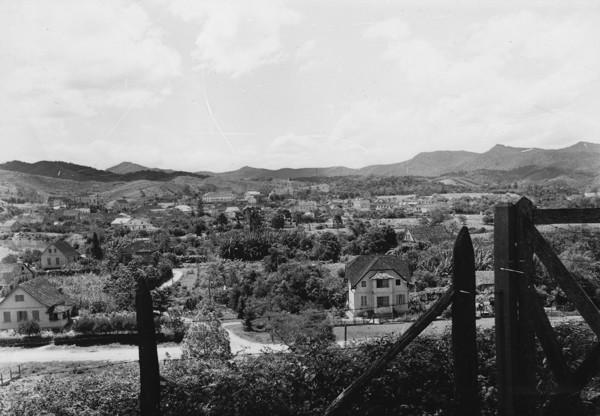 Vista geral da cidade de Brusque, à margem do Rio Itajaí-Mirim (SC) - 1953