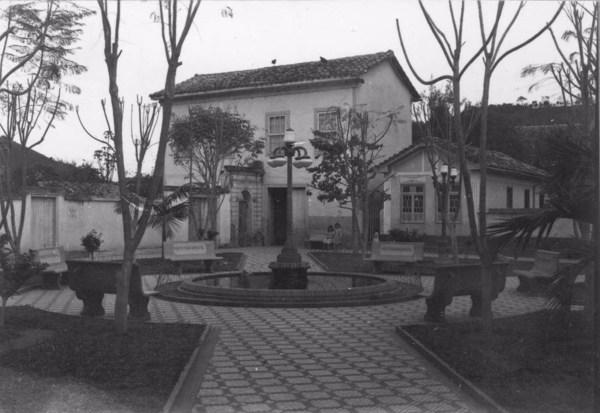 Praça antiga em São Luis do Paraitinga (SP) - 1955