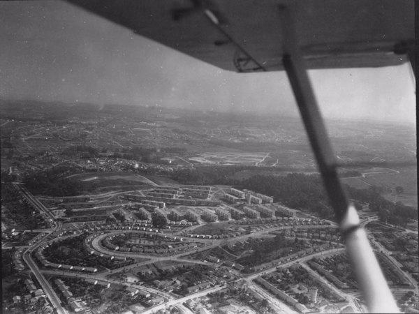 Vista aérea : Conjunto residencial em Santo André (SP) - 1956