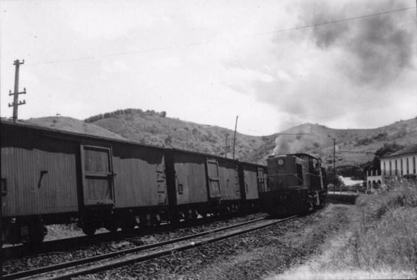 Trem da EFCB em Paraibuna : BR-3 (SP) - 1957
