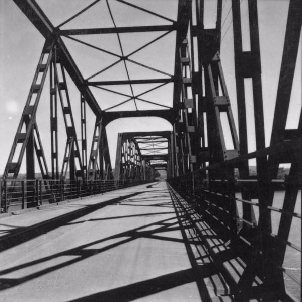 Rio Grande, na divisa de São Paulo com Minas Gerais : Ponte de ferro (SP) - 1957
