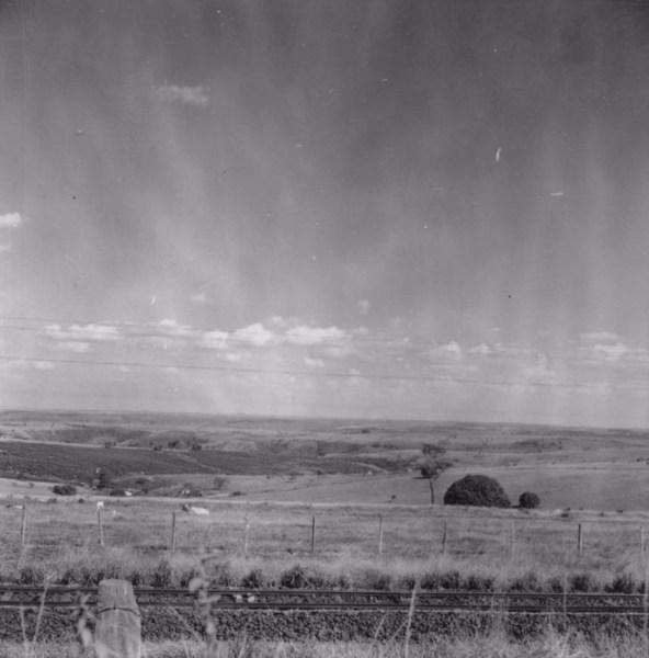 Vista em direção ao município de Guapuã (SP) - 1957