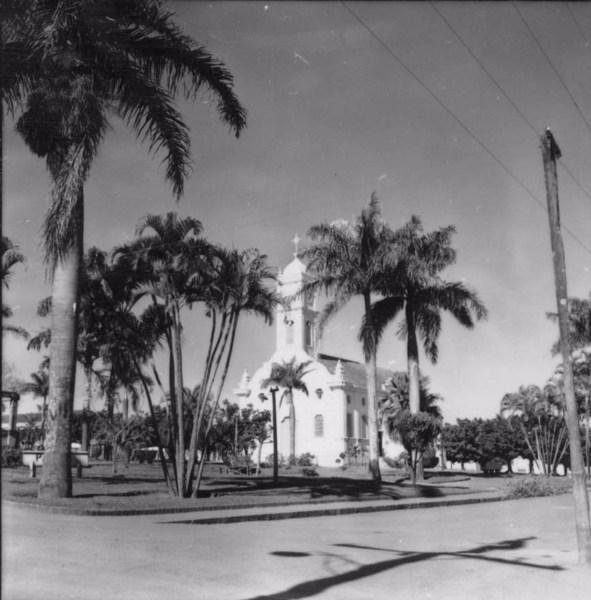 Praça principal da cidade de Pedregulho (SP) - 1957