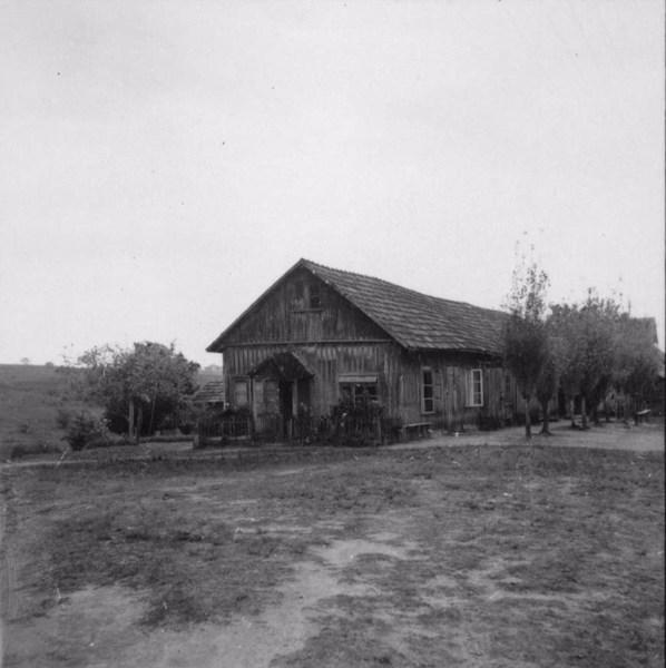 Sapataria e alfaiataria da comunidade : Fazenda Palmas no município de Tupã (SP) - 1957