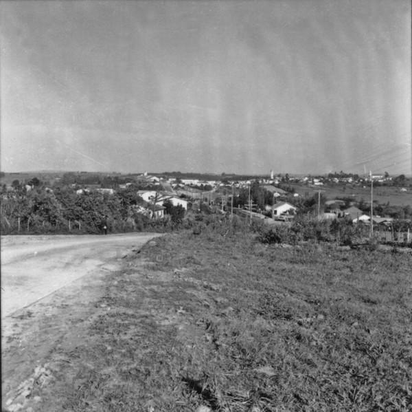 Asfaltamento da estrada de Capivari : Campinas (SP) - 1957